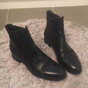 Like new Zara Chelsea boots